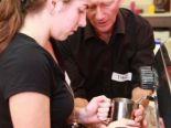 コーヒーメーカーの使い方もしっかり学べます。美味しいコーヒーを作るのは結構大変です。